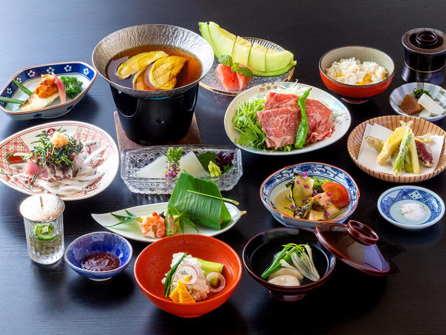 【特別門前懐石(夏)】一例、季節の食材と匠の技でつくる懐石料理。※季節により内容が変更となります。