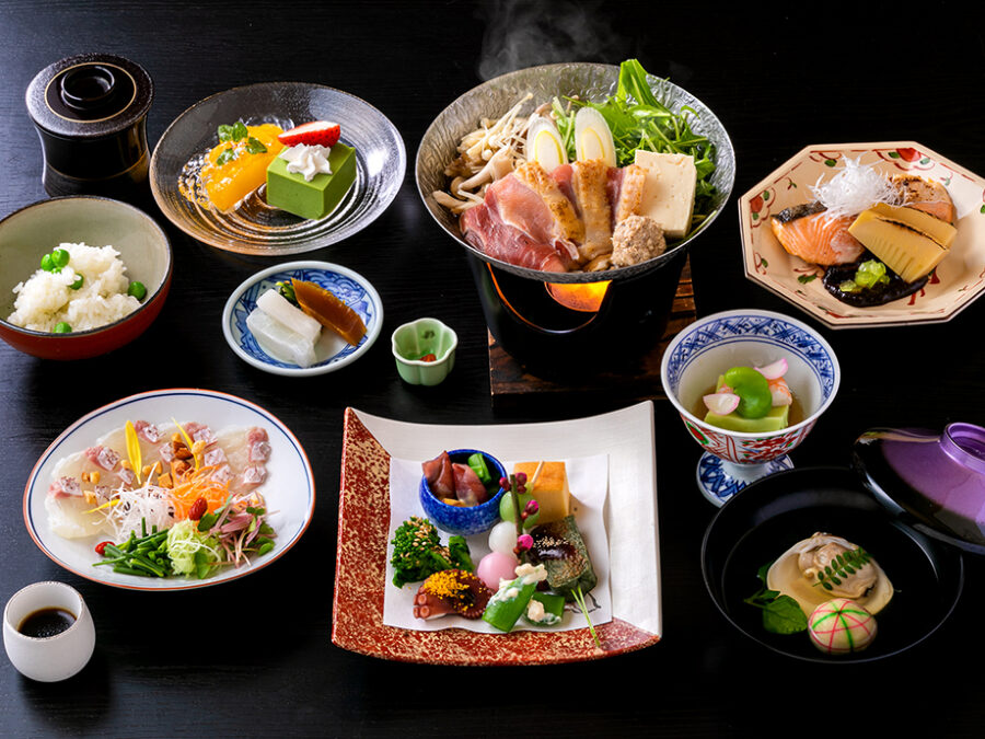 【門前懐石(春の献立)例】季節の食材と匠の技でつくる、大和肉鶏の小鍋仕立て付き懐石料理。※季節により内容が変更となります。