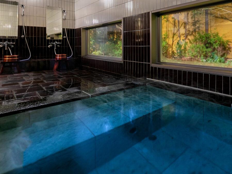 【浴堂】奈良時代にはいると温泉と異なる風呂「蒸し風呂」として公衆浴場が誕生しました。今で言うところのサウナです。 また、法要の前に「身体の垢(あか)」を落として「身を洗い清め」ることが仏教要素の一つとして広まりました。