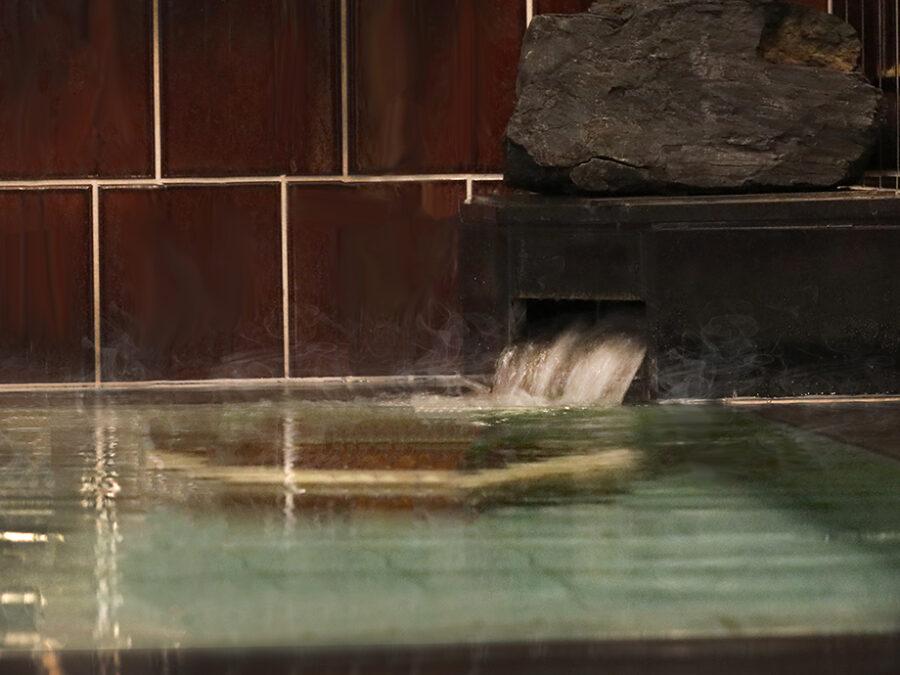 【ブラックシリカとは?】北海道 上ノ国町採掘の奇跡の石で知られる黒鉛珪石(ブラックシリカ)は、遠赤外線を放出し、ミネラルをおおく含んでいます。