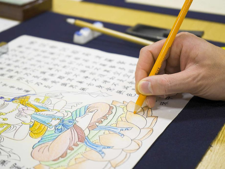 日本文化の「写経」と「写仏」を融合。更にアートと脳トレーニングという要素を加えた新たな絵写経体験。