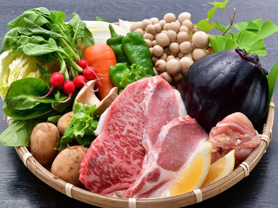 【大和の食材】鎌倉時代から銘牛といわれる大和牛、丁寧に飼育される大和肉鶏など大和に伝わる優れた食材たち。大和伝統野菜は、そのほとんどが地元奈良県で消費される希少なものです。
