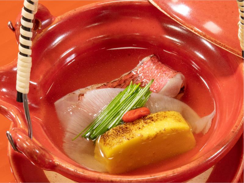 温物:金目鯛とふかひれのスープ仕立て(秋メニューの例)