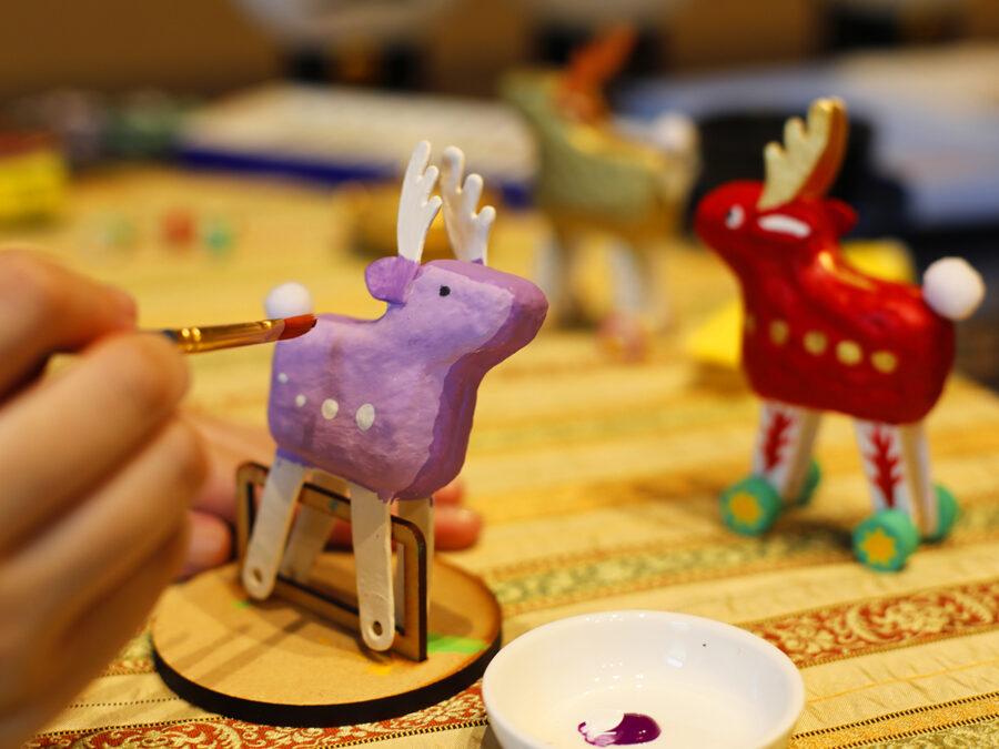 【世界に一つだけの張子鹿、絵付け体験】新郷土玩具「鹿コロコロ」、「おじぎ鹿張子」にそれぞれの感性で色付けや絵受け。