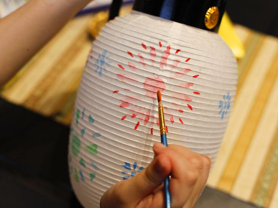 斑鳩の里で創作意欲を存分に発揮、ちょうちん絵付け体験