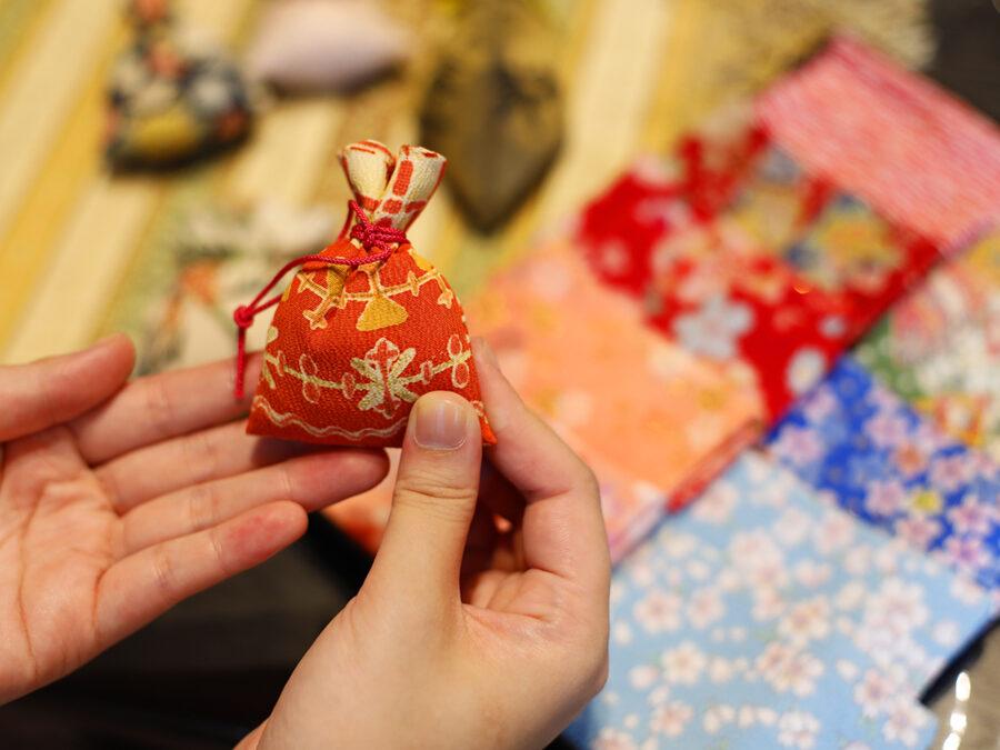 【日本古来1300年の歴史 大和にほひ袋と文香(ふみこう)作り】お線香やお香のかおりを持ち運ぶ、世界に一つだけの匂い袋づくり。